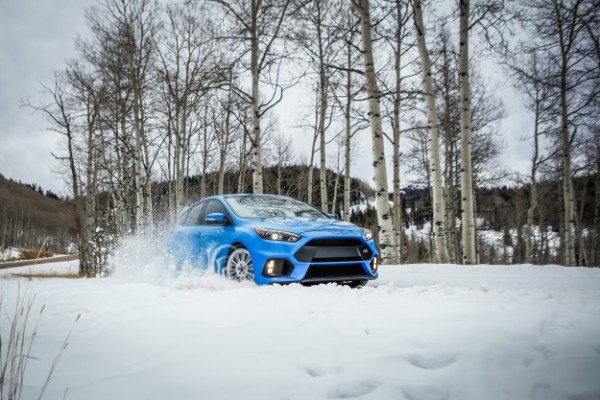 ford focus rs in deep snow