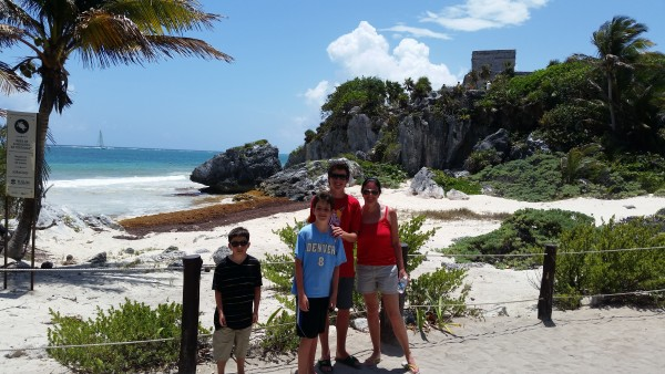 mayan ruins right on beach at tulum 0415